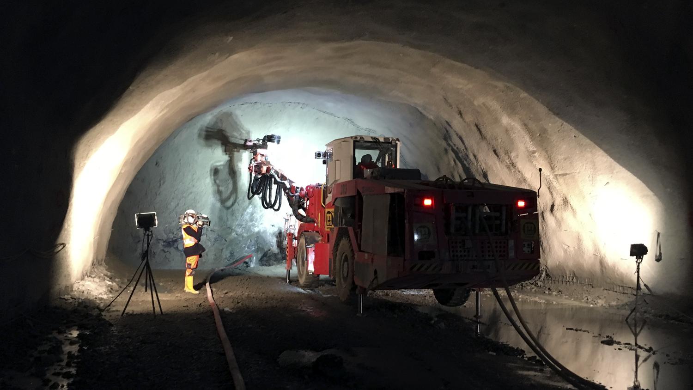 ZDF, Florian Weiss, Vor Ort, Tunnelbau, Kamerateam, Reporter, Filmproduktion